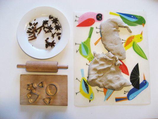 Slané cesto, pozvanie tvoriť s valčekom a formičkami, škorica a badián