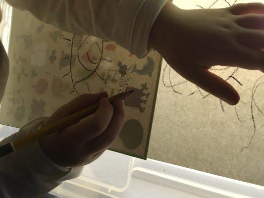 Obkresľovanie a kopírovanie obrázkov na svetelnej podložke