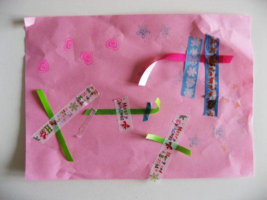 koláž, stužky, lepiace pásky a pečiatky